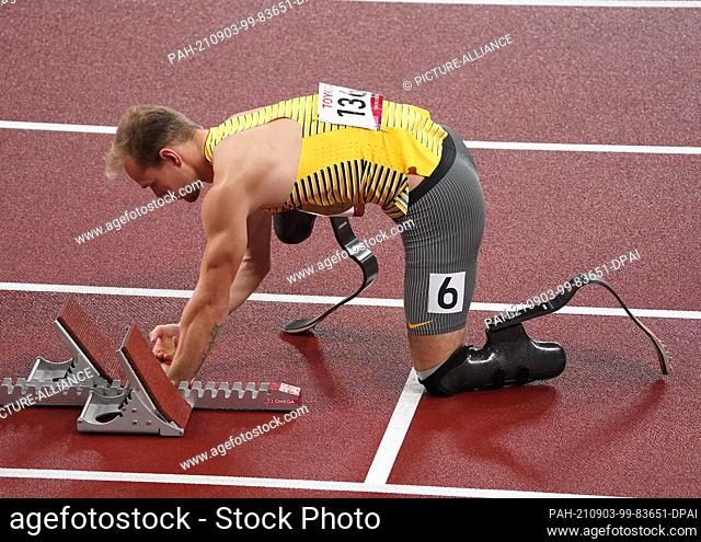 03 September 2021, Japan, Tokio: Paralympics: Athletics, men's 400 metres, T62 final, at the Olympic Stadium. The future gold medallist Johannes Floors from...