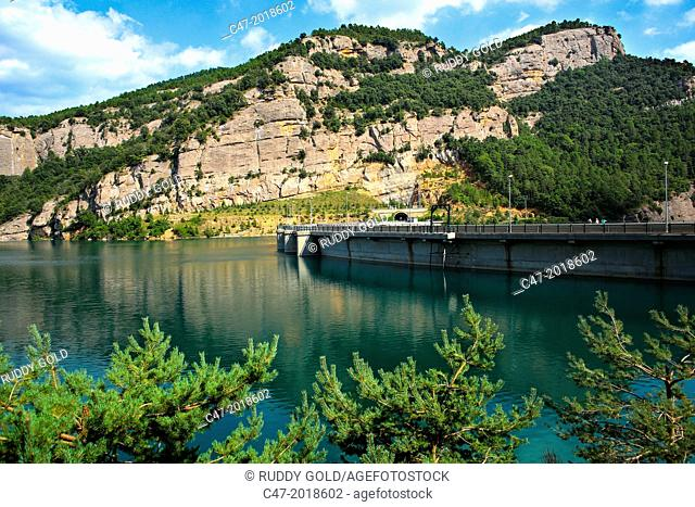 Catalunya, Spain, Lleida province, Llosa del Cavall dam at practically full capacity of 79,4 cubic hectometers on the Cardoner river, near Naves