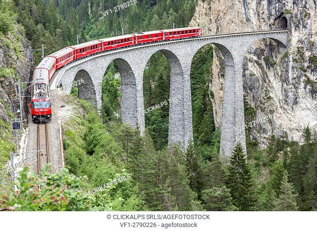 Glacier Express & Landwasser Viaduct, Filisur, Graubunden, Switzerland