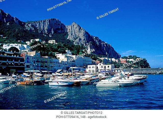 tourism, italy, south, naples gulf, capri, marina grande, sea, beach, seaside spa, houses Photo Gilles Targat