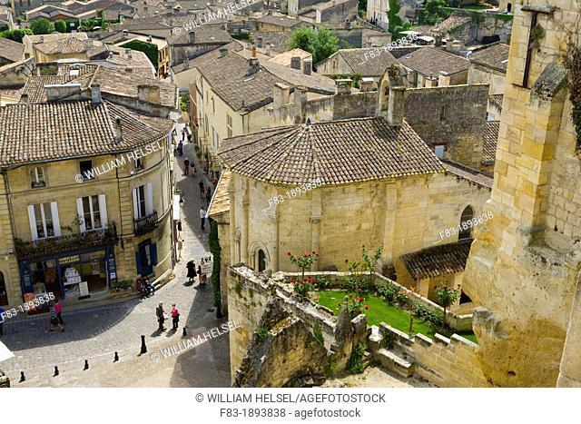 Plaza 'Place de L'eglise Monolithe' and street 'Rue de la Petite Fontaine', Saint-Emilion, near Bordeaux, in the Dordogne River Valley, Gironde region