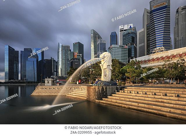Singapore, Singapore - October 20, 2018: Sunrise in Singapore with a beautiful view of the Merlion and other iconic buildings