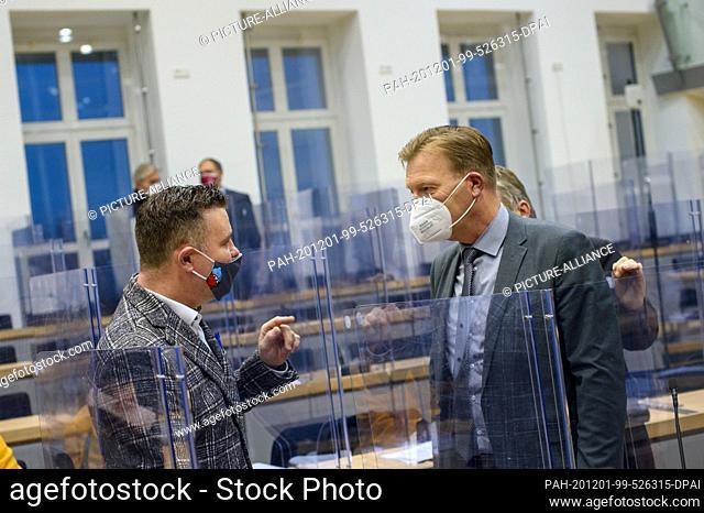 01 December 2020, Saxony-Anhalt, Magdeburg: Markus Kurze (l, CDU), Parliamentary Secretary of the CDU parliamentary group in the State Parliament of...