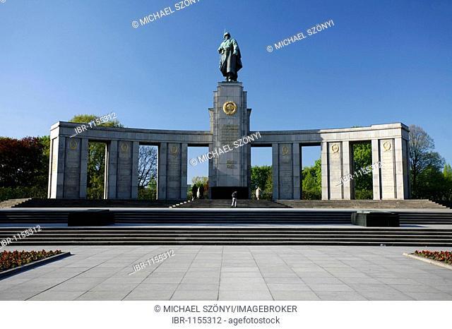 Soviet memorial on the Strasse des 17 Juni street, district of Tiergarten, Mitte, Berlin, Germany, Europe