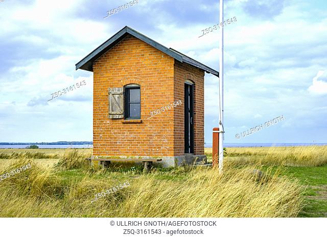 Old historic pilot house on Nyord Island north of Moen, Denmark, Scandinavia, Europe. Altes historisches Lotsenhaus auf der Insel Nyord nördlich von Mön