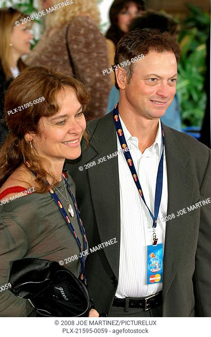 Dr. Seuss's: The Cat in the Hat Premiere 11-8-03 Gary Sinise and wife Maura Photo By Joe Martinez