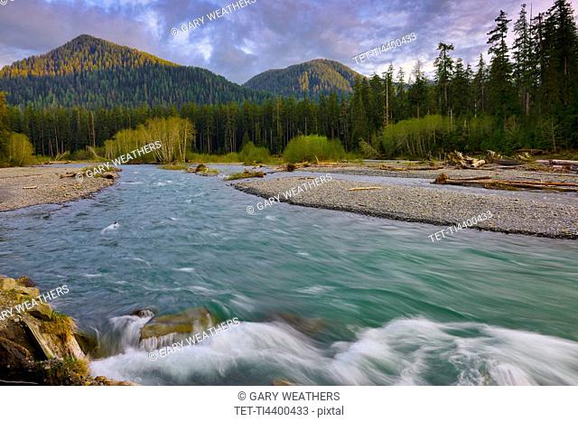 USA, Washington, Olympic National Park, Landscape with mountain and river