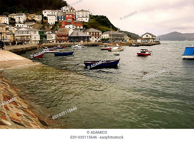 Porto do Barqueiro: piccolo villaggio con porto in Galizia (Spagna)