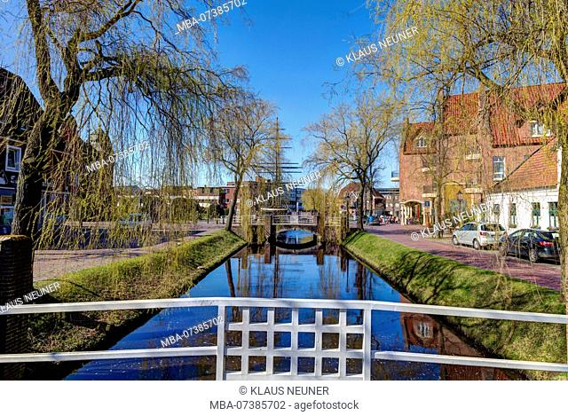 Idyll on the main canal, Spring, Papenburg, Emsland, Lower Saxony, Germany