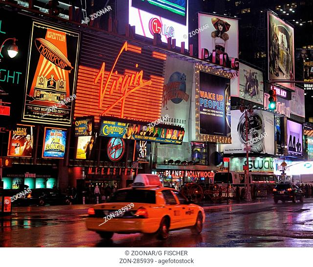 Abends am Broadway, Manhattan, New York, USA / Evening time at the Broadway, Manhattan, New York, USA