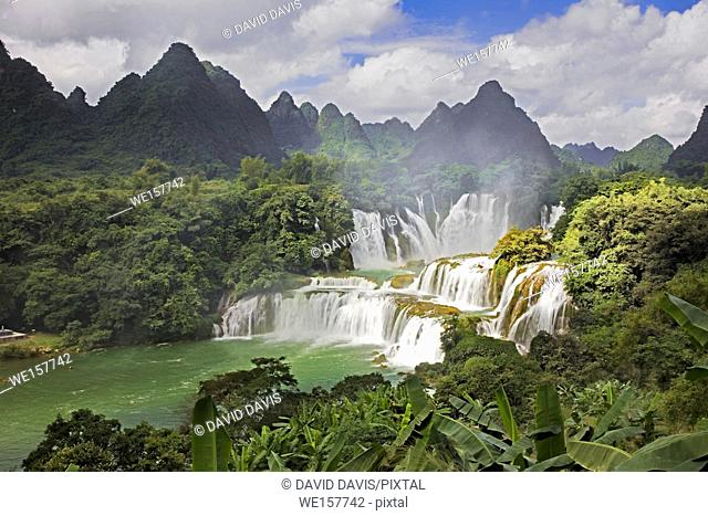 Detian Waterfalls in China, also known as Ban Gioc in Vietnam is the fourth largest transnational waterfalls in the world