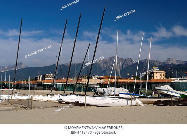 Boats on the beach, Lido di Camaicre resort, Versilia, Riviera, Tuscany, Italy, Europe