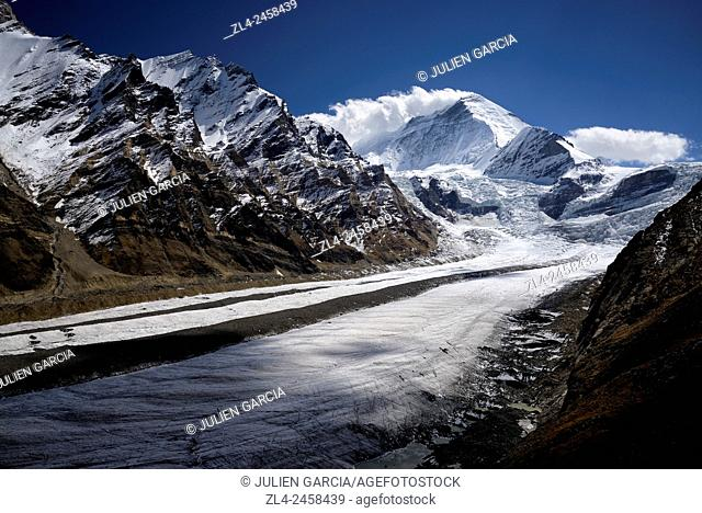 India, Jammu and Kashmir State, Himalaya, Ladakh, Zanskar, Suru valley, Parkachik glacier and mount Nun (7135m)