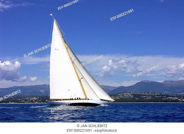 Cambria segelt vor Antibes