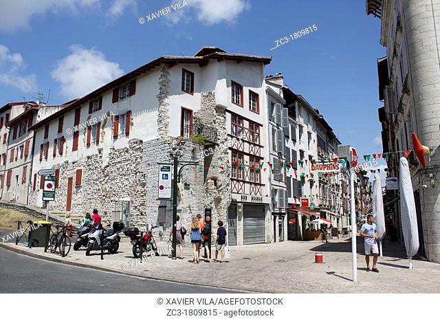 Building in the city, Bayonne, Aquitaine, Pyrénées-Atlantiques, France