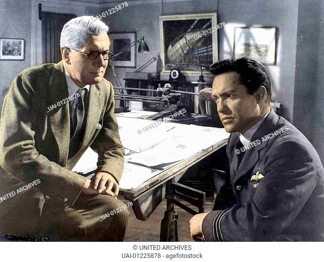 Michael Redgrave, Richard Todd Mit Hilfe des Wissenschaftlers Dr. Barens (Michael Redgrave, l) entwickelt Commander Guy Gibson (Richard Todd) eine Bombe