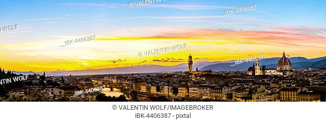 Panoramic view of city at sunset from Michelangelo Square, Piazzale Michelangelo, with Ponte Vecchio, Palazzo Vecchio and Cathedral of Santa Maria del Fiore