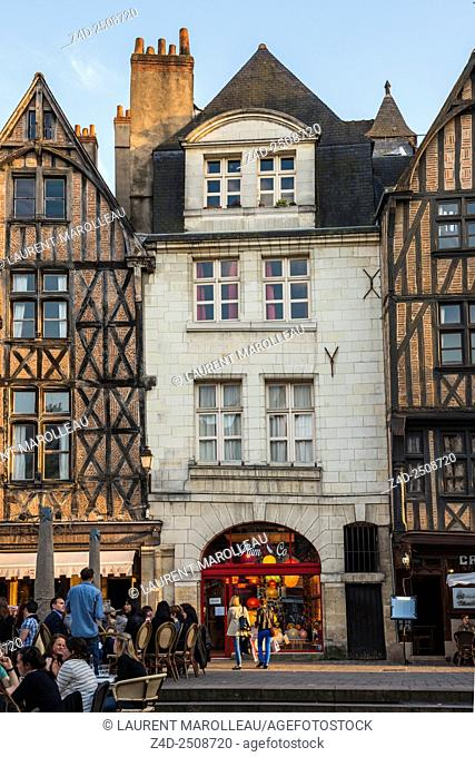 Timbered Houses and Terrace Bars and Restaurants in Place Plumereau. Tours, Indre et Loire, Loire Valley, France, Europe