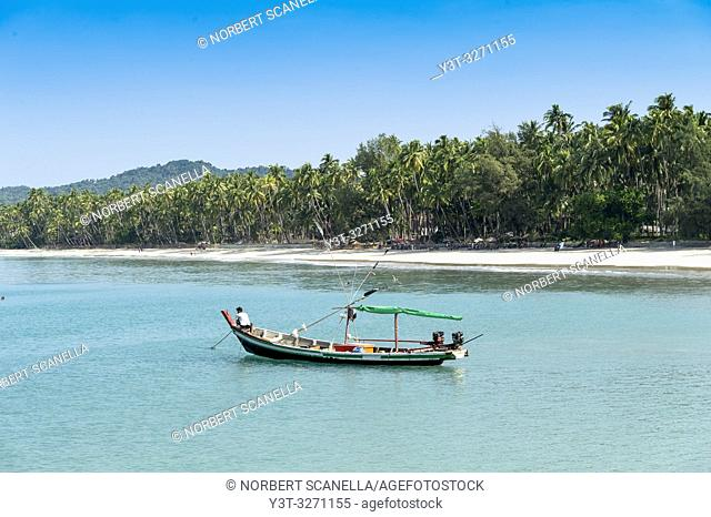 Myanmar (ex Birmanie). Ngapali. Arakan state. Bengal Golf Course. Fisherman village. Fisher boat at the bay