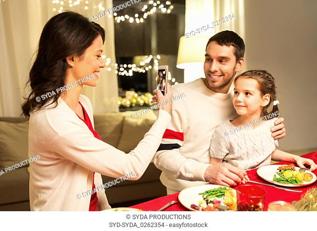 Hispanic mother and daughter eating together Stock Photos