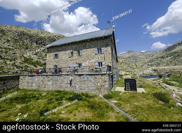 Bachimaña refuge, Ibones azules and Bachimaña alto route, Huesca province, Spain