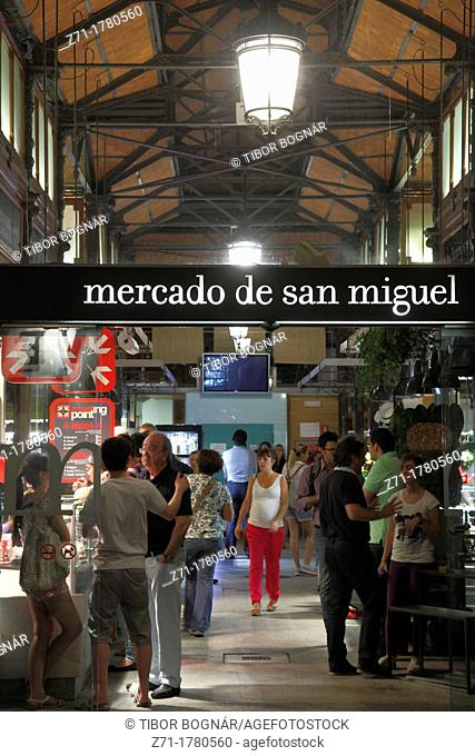 Spain, Madrid, Mercado de San Miguel, bars, nightlife, people