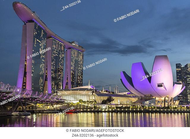 Cityscape at dusk with Marina Bay Sands, Modern Art Museum and Helix Bridge