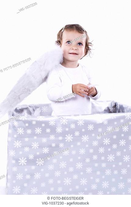 little girl as Christmas angel. - 28/10/2008