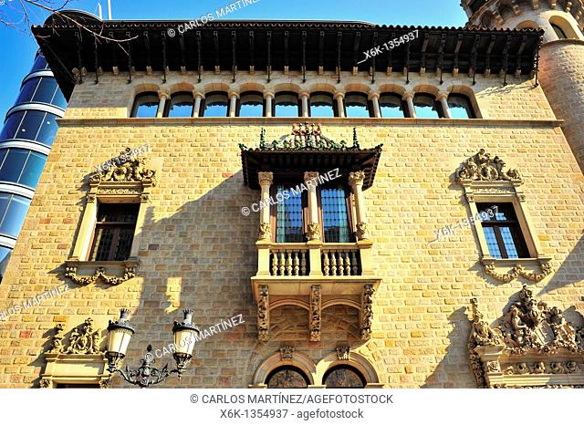 Fachada del edificio de estilo modernista, Casa Serra Can Serra, siglo XX, Josep Puig i Cadafalch, Diputació de Barcelona, Barcelona, Catalunya, España
