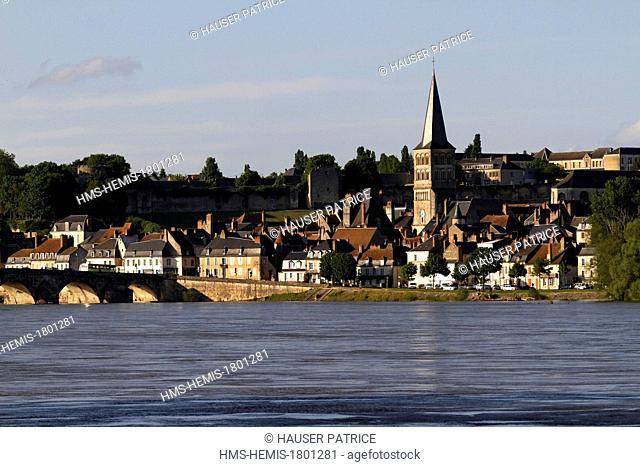 France, Nievre, La Charite sur Loire, the city and its old stone bridge over the Loire