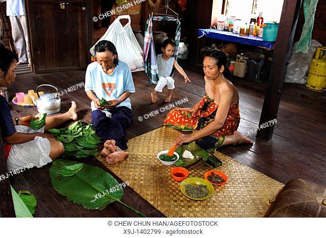 Lunch time for a Bidayu family, Kidding village, borneo highland, kuching, sarawak, borneo
