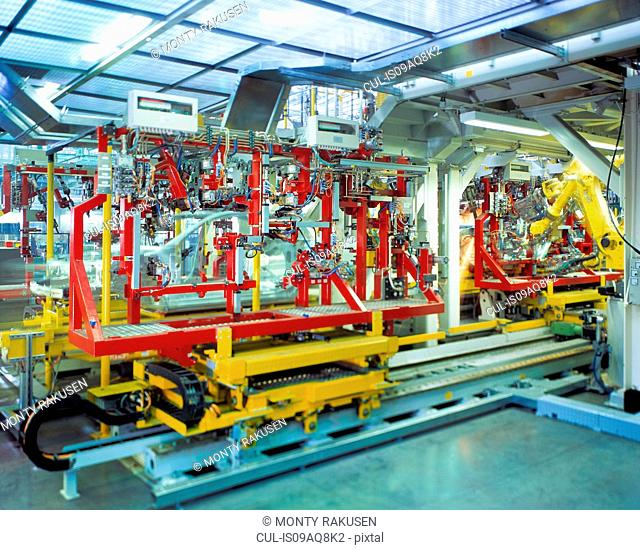 Automatic body welding in car factory