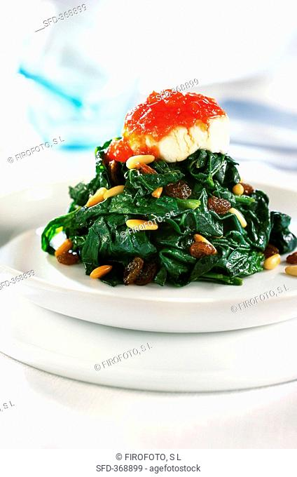 Spinach and raisins with cheese and tomato jam