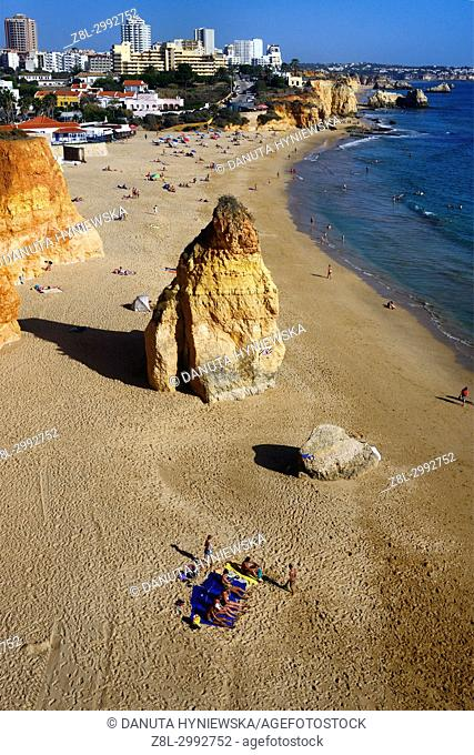 Praia do Vau, coast of Atlantic Ocean in Portimão, Faro district, Algarve, Southern Portugal, Portugal, Europe