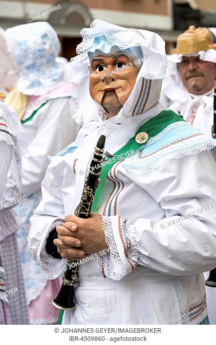 Aussee Carnival, men with masks and wind instrument, white robes, Trommelweiber, Bad Aussee, Styria, Austria
