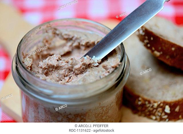 Leberwurst in Glas mit Messer, Hausmacher-Leberwurst
