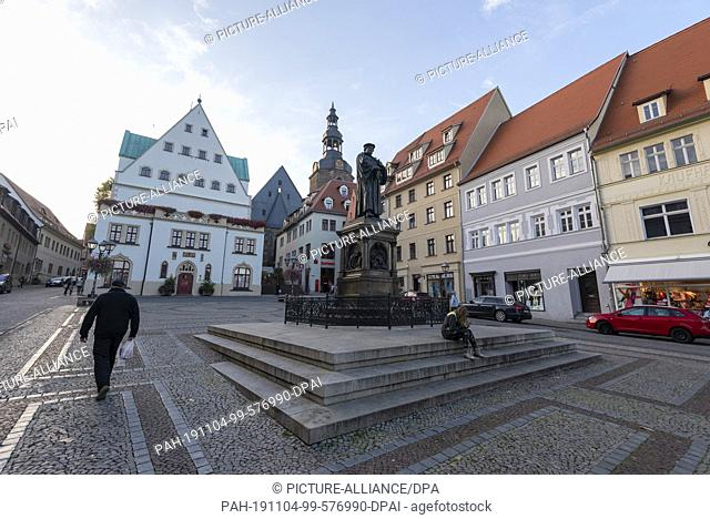 24 October 2019, Eisleben: The market place of Eisleben with the town hall, the church St. Andreas and the Luther monument