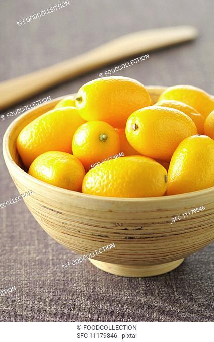 Lots of kumquats in a bowl
