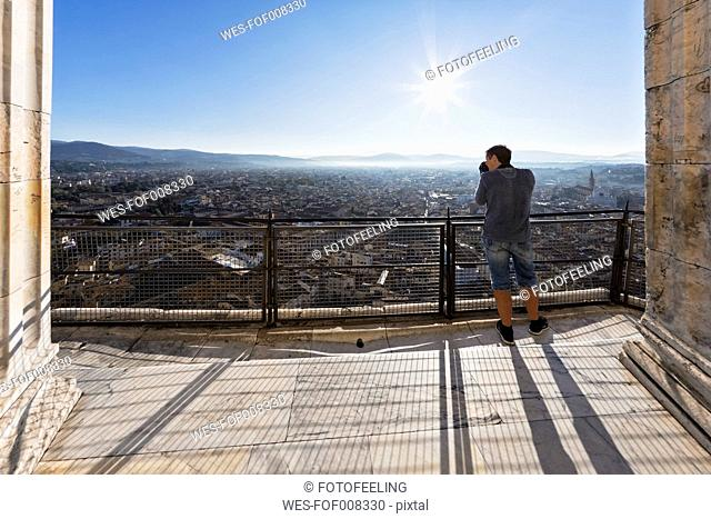Italy, Tuscany, Florence, Cattedrale di Santa Maria del Fiore, Viewing point, Tourist photographing