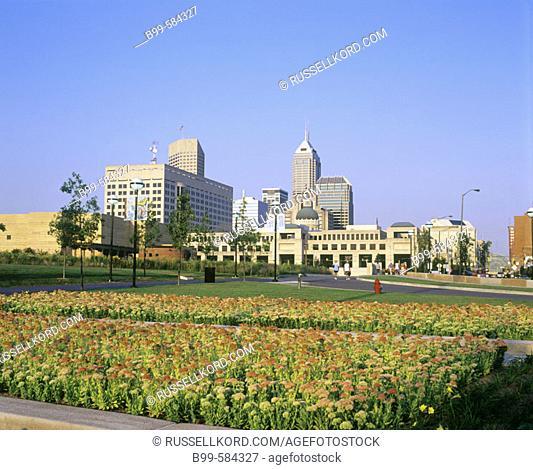 Eiteljorg Museum & Downtown Skyline, Indianapolis, Indiana, Usa