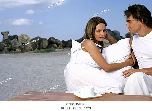 Couple sitting vis-à-vis