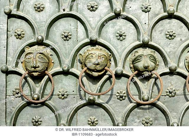 Heads of a lion, doorknockers, main gate, Baiilica of Saint Mark, Venice, Venezia, Italy, Europe