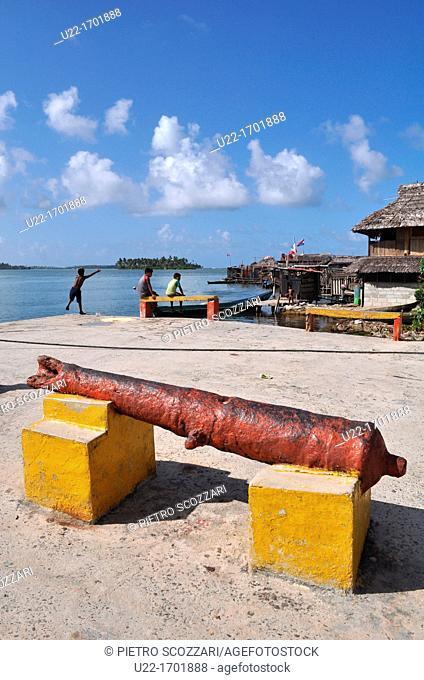 San Blás Panama: old cannon in Playon Chico, village of Kuna Yala