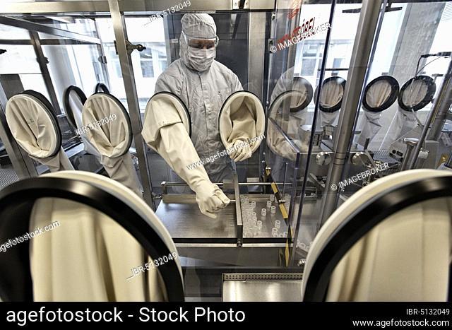 Laboratory assistant researching a vaccine against coronavirus, COVID-19 pandemic, CureVac GmbH in the Tuebingen-Reutlingen Technology Park