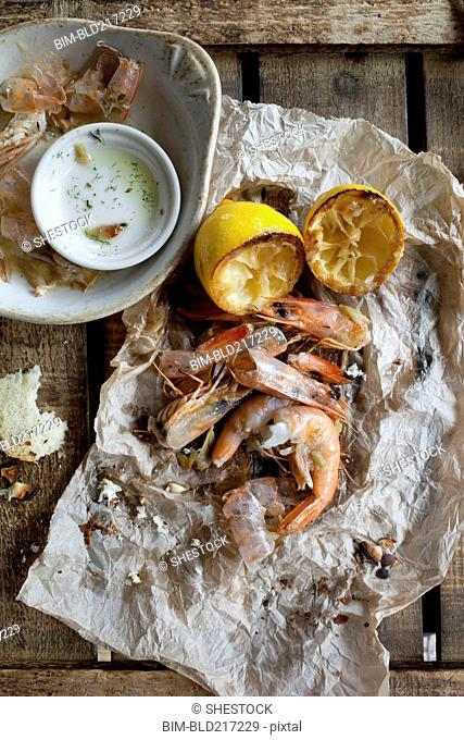 Shrimp with lemon and dipping sauce