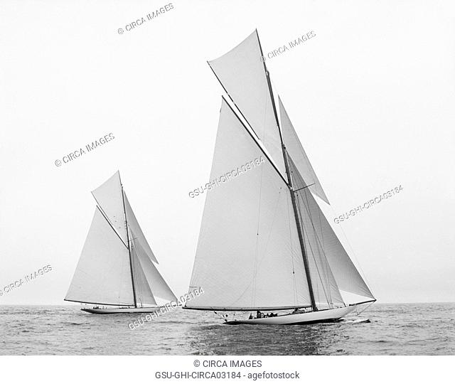 Reliance and Shamrock III, Start of America's Cup Race, Detroit Publishing Company, New York City Harbor, New York, USA, August 1903