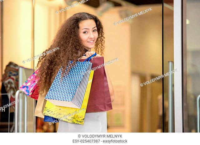 sale concept. beautiful young woman with a shopping bags in the mall