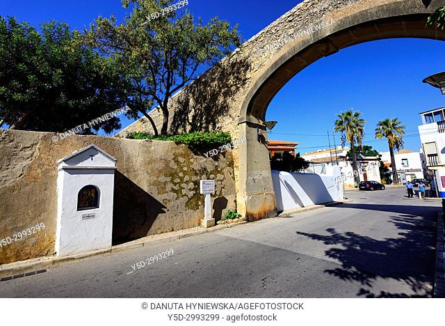 Porta da Praça - one of the city's gates, built together with fortified walls around city in the 16th century, for military and safety purposes