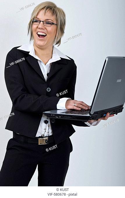 Businessfrau mit Laptop - Niederoesterreich, Ísterreich, 26/11/2007