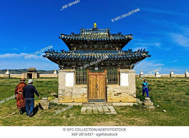 Locals at the ritual walk around the Blue emple, Khokh Temple, Erdene Zuu monastery, Kharkhorin, Övörkhangai Aimag, Mongolia